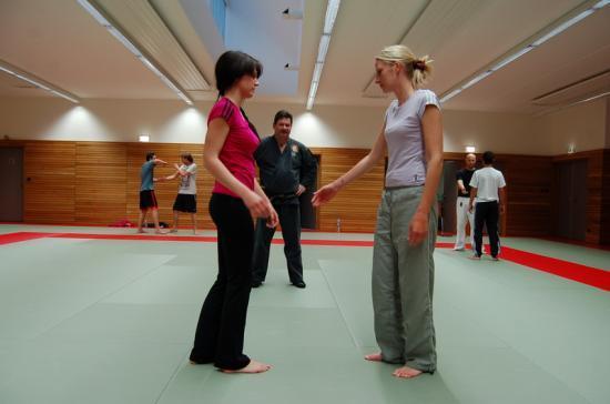 Entrainement de la section Kick-Boxing à Drusenheim avec Miss Espace Rhénan dans les rangs.